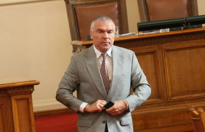 Марешки поиска оставката на министъра на отбраната Красимир Каракачанов