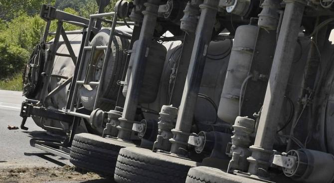 Снимка: Шофьор на камион загина при зверска катастрофа на магистрала Тракия