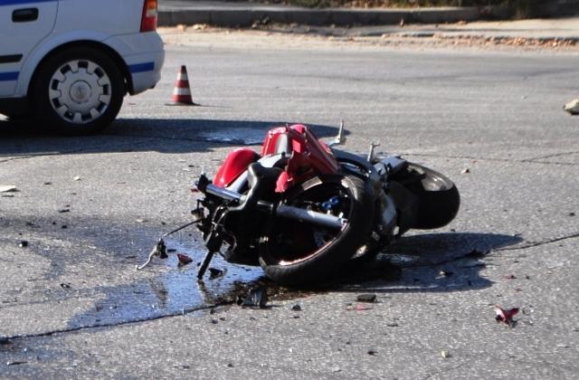 Тежка катастрофа с моторист е станала преди минути във врачанския