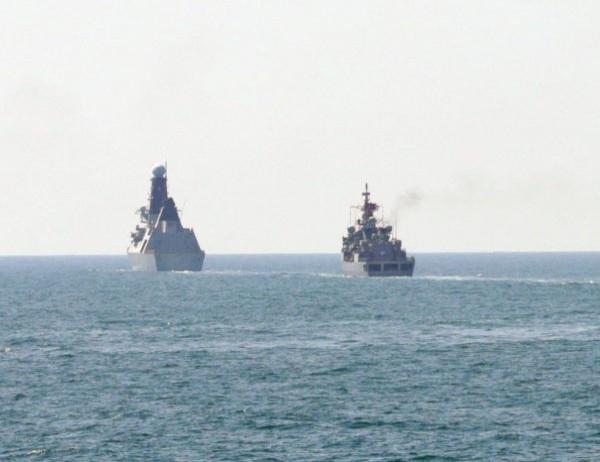 Два бойни кораба, част от мисията за бързо реагиране на