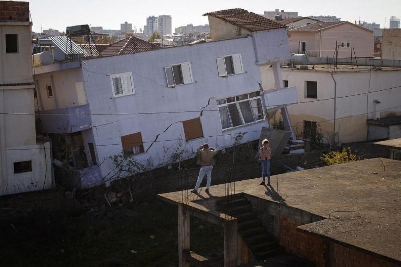 5497 къщи разрушени при земетресението в Албания, евакуирани са 3135