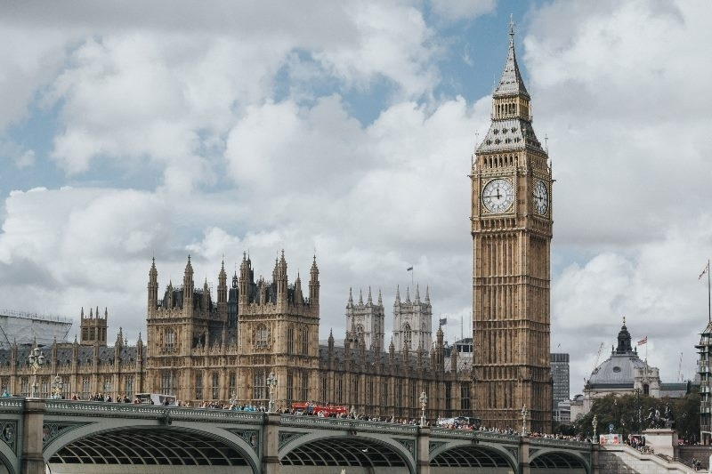 Великобритания ще въведе по-строги присъди за терористи и няма да