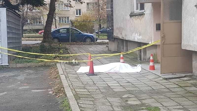 Жена скочи от 4-тия етаж на блок в Благоевград и