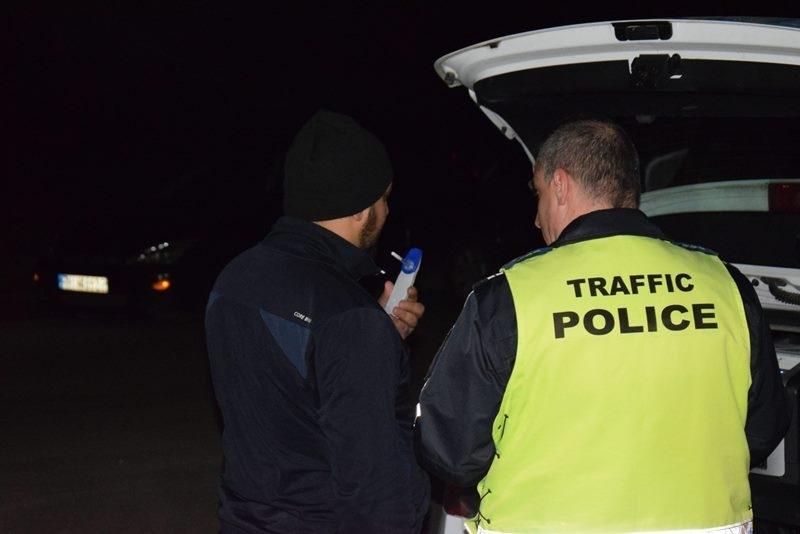 Служители на реда са хванали пиян шофьор да управлява колата