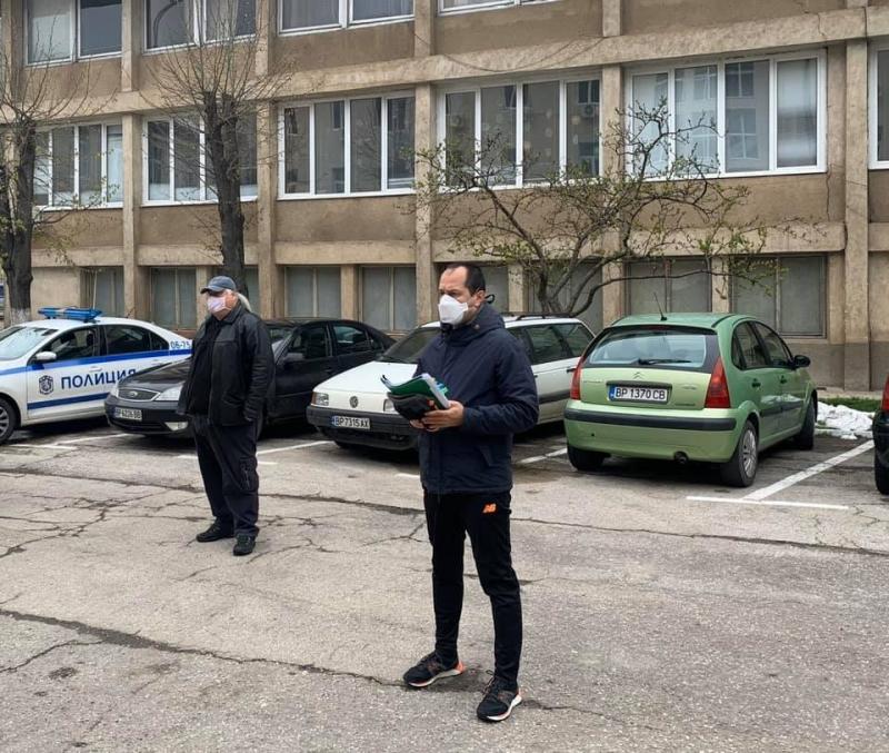 """В битка с коронавируса: Кметът на Враца Калин Каменов нареди цялостна дезинфекция на квартал """"Бистрец"""" /снимки/"""