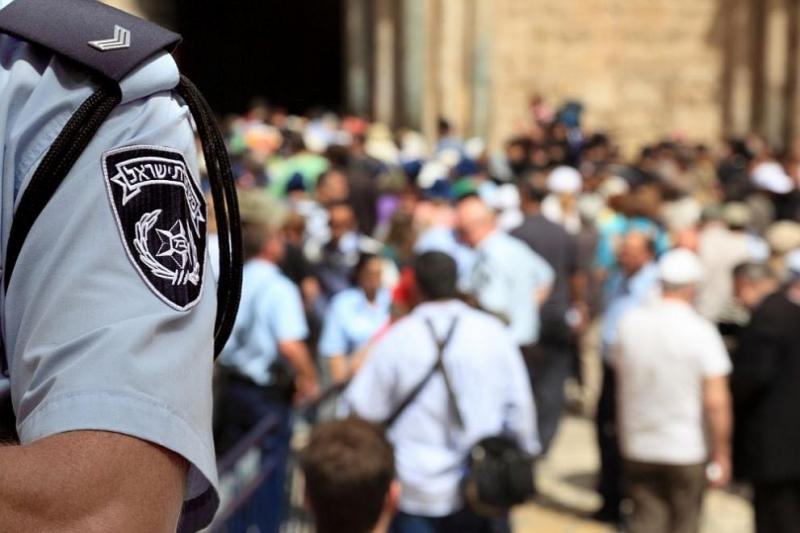Израелски полицаи застреляха днес палестинец, когото заподозрели, че носи оръжие,