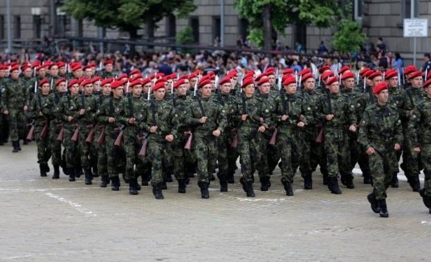 Снимка: Търсят с конкурс 185 нови войници