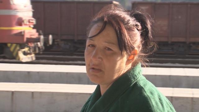 Жената, която захвърли новороденото си дете във външна тоалетна във
