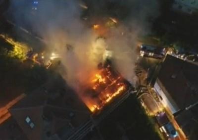 Пожар обхвана триетажна къща снощи в Шумен. Пострадали хора няма,
