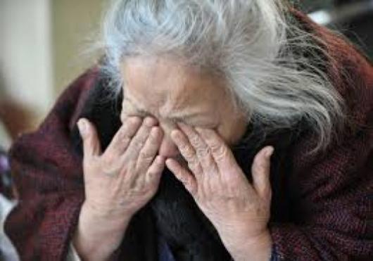 Наглост! Изпечен бандит преметна баба от Монтанско, отмъкна близо 2 бона
