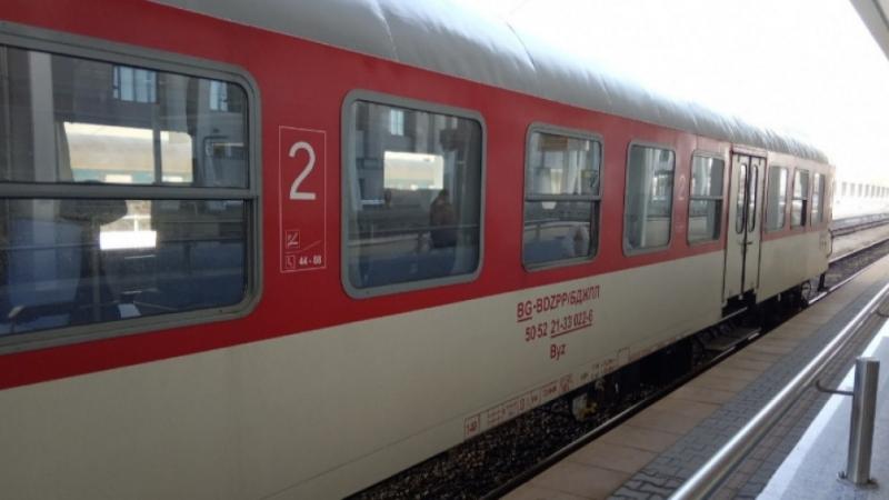 Влакът Бургас-София аварира малко след сливенското село Чинтулово, съобщиха от