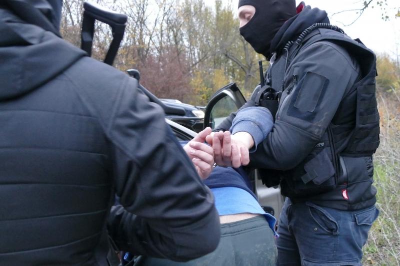 Снимка: При спецакция! Пипнаха младеж с наркотици във Врачанско