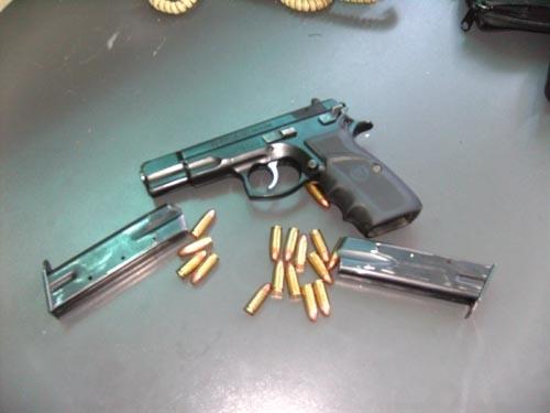 Иззеха незаконен пистолет и патрони от дома на възрастен мъж в Монтанско