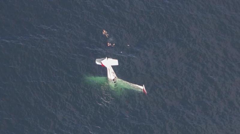 Двама души оцеляха, след като самолетът им се разби в