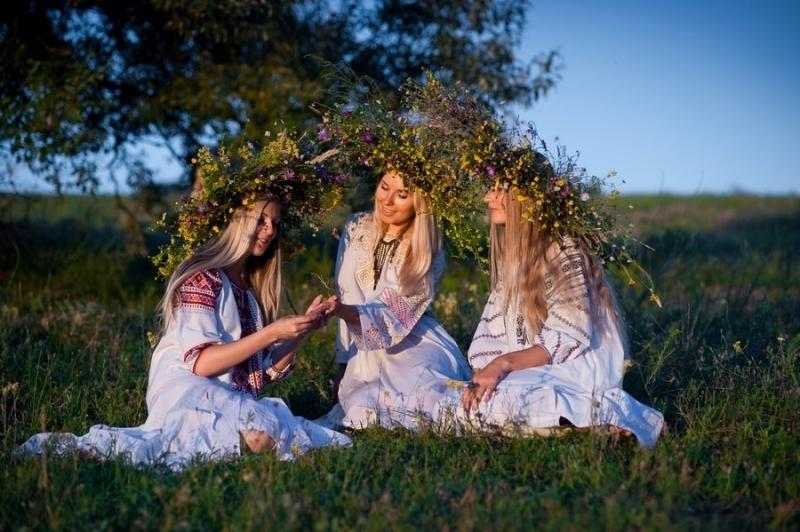 В белослатинското селоКомаревоще отбележат Еньовден с пресъздаване на обичаи. Инициативата