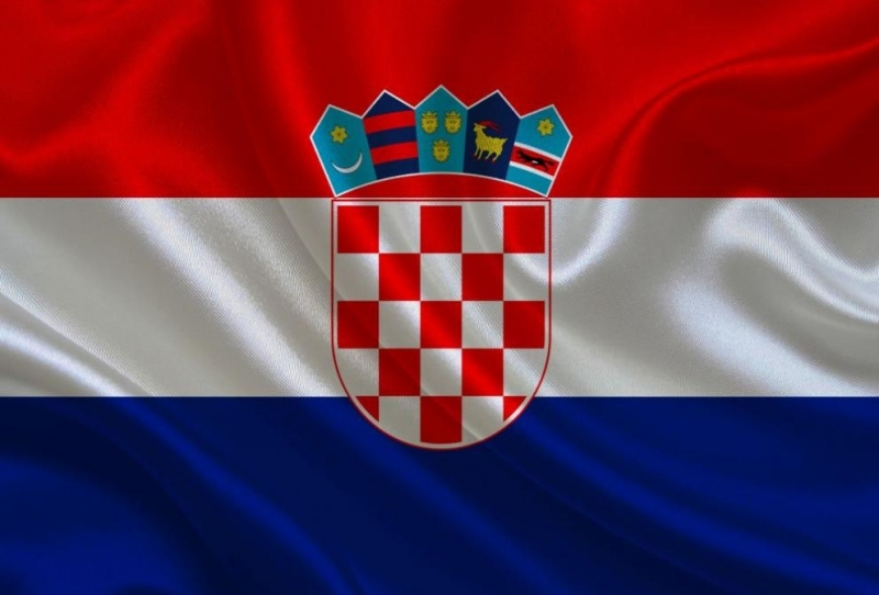 Консервативният президент на Хърватия Колинда Грабар-Китарович се опитва да привлече