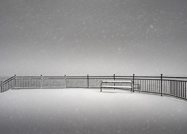 Черен сняг стресна жителите на сибирския град Прокопевск. Заради сиво-черната