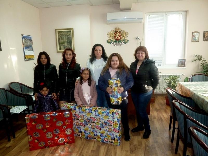 Коледа пристигна по-рано за децата, чийто писма с коледно желание
