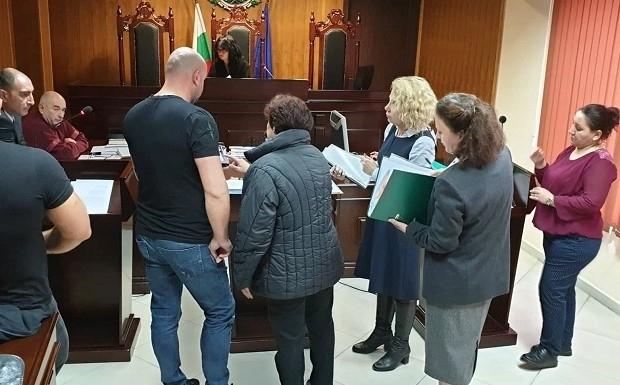 Игри на волята! Кървава битка в Административния съд във Враца заради изборите в Борован /снимки/