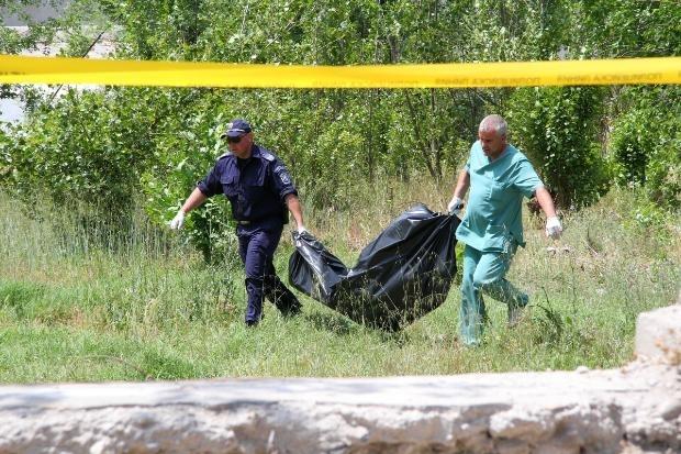 Труп на мъж е намерен в геран във врачанското село