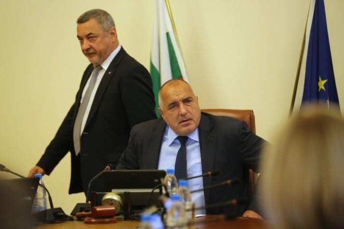 Премиерът Бойко Борисов е приел оставката на вицепремиера Валери Симеонов,
