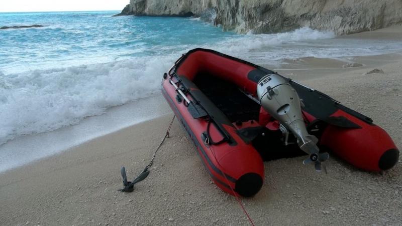 17 чиновници избягаха от Турция в Гърция с надуваема лодка,