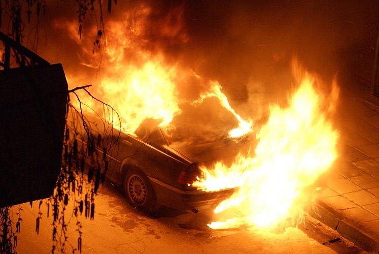"""Лек автомобил """"Ауди"""" е бил запален тази нощ във Видин,"""