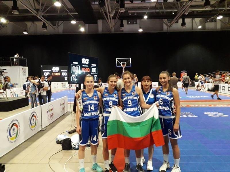 Йоана Младенова и Симона Николова заминаха с националния тим за Турция
