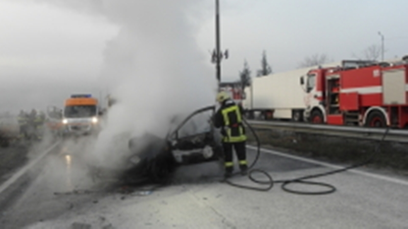 Горяща кола вдигна на крак огнеборци в Монтанско