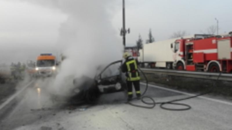 Горящ автомобил вдигна на крак пожарникари в Монтанско, съобщиха от