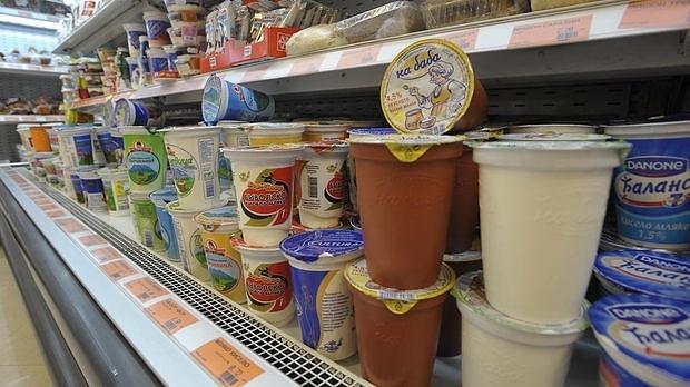 Цената на киселото мляко скача двойно в българските хранителни магазини