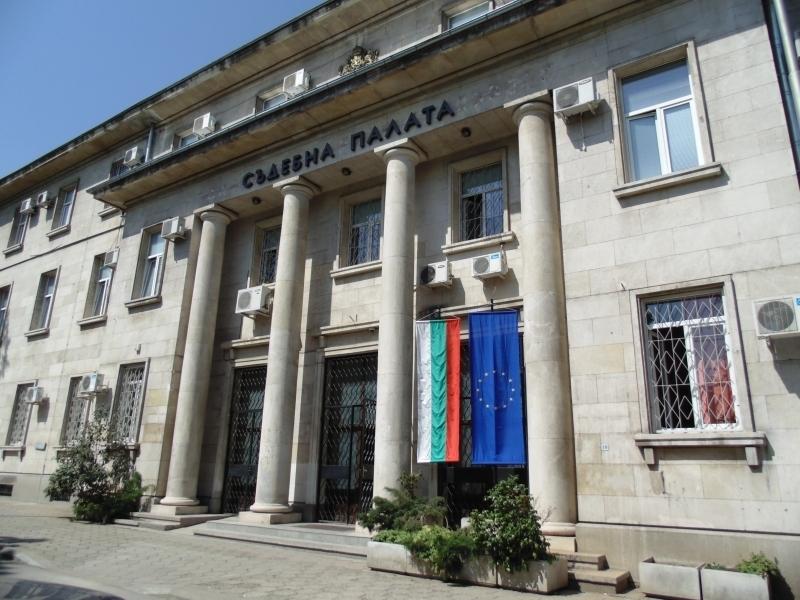Окръжният съд във Враца остави в ареста мъжа, запалил жена си в Три Кладенци