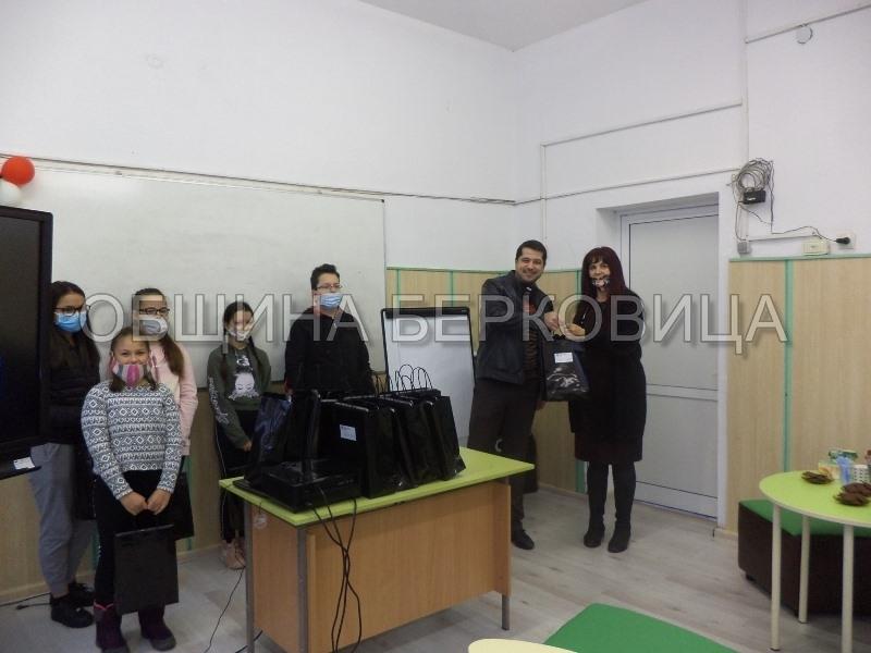 Дариха лаптопи на ученици от Берковица