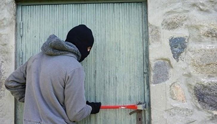 Апаш разби къща във Врачанско, задигна врата и касата на