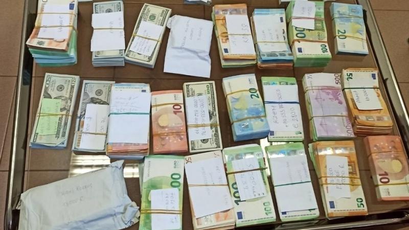 100 000 недекларирани евро установиха митнически служители от ТД Митница