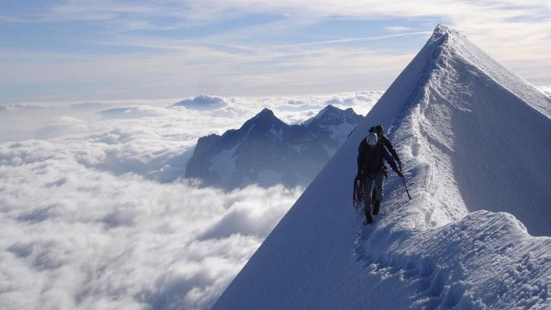 Снимка: Еверест затъва в боклуци