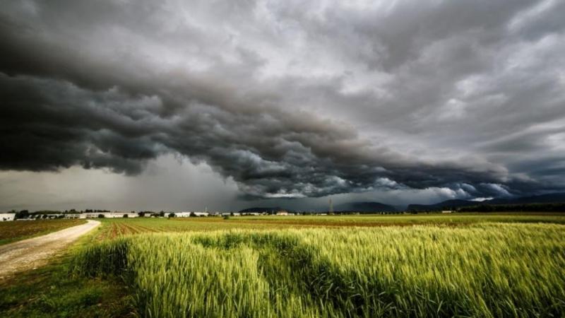 През следващото денонощие облачността ще е разкъсана, предимно средна и