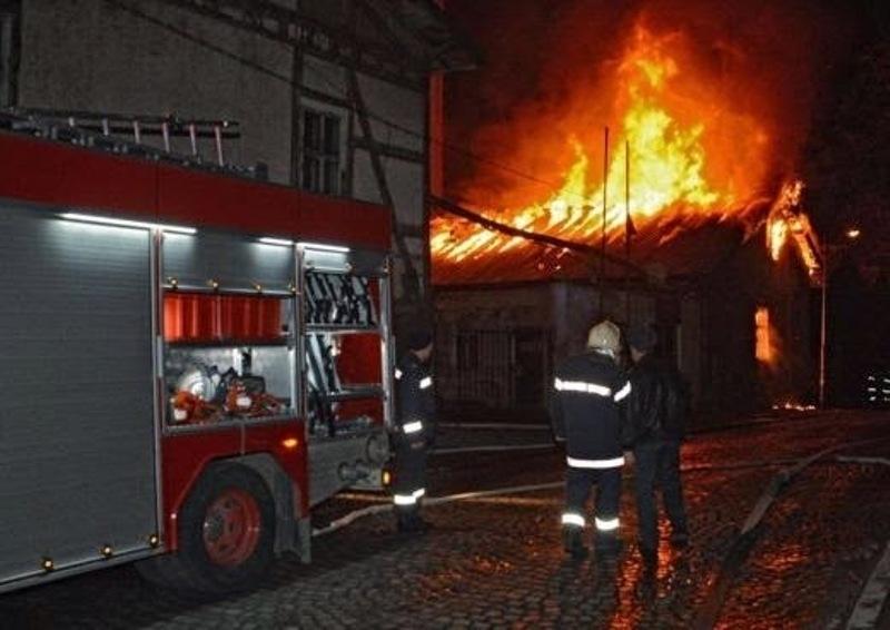 Късо съединение подпали заведение в Монтанско