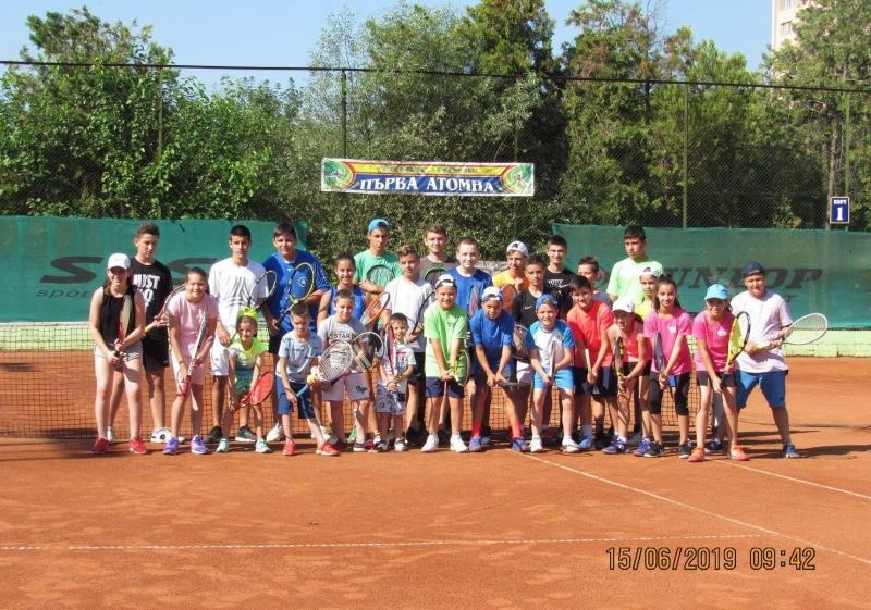 """Турнирът """"Козлодуй и приятели"""" събра 28 тенисисти на кортовете"""