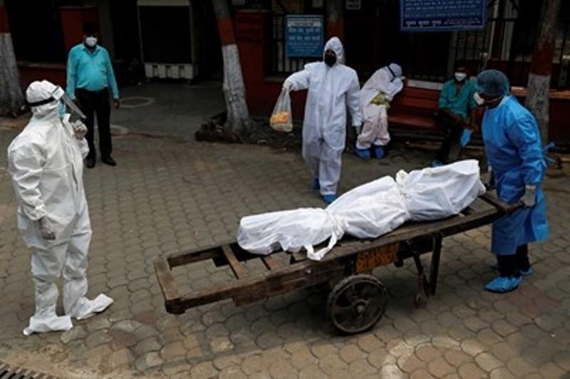 Починалите от COVID-19 в Индия надхвърлиха 20 хиляди