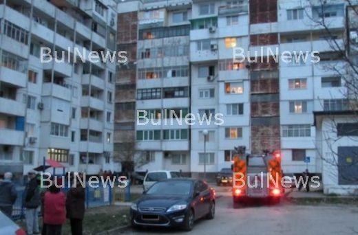 Евакуираха блок заради пожар, подозират умишлен палеж