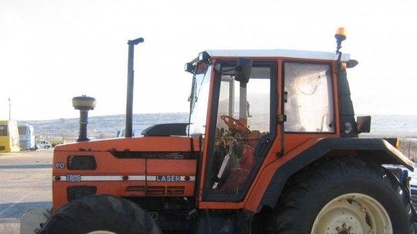 Бандит източи нафта от трактор в кооперация в Монтанско, търсят го