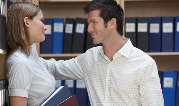 Жените владеят безброй трикове, с които да спечелят мъжкото внимание.