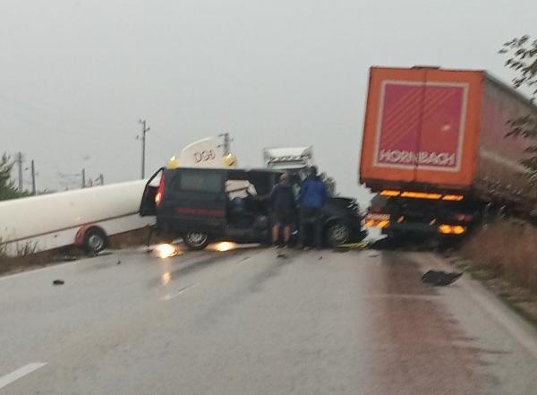 МВР: Миниван с безмоторен самолет и ТИР са се ударили на Е-79 между Видин и Монтана