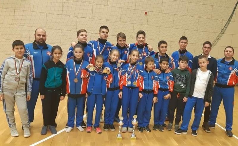 """17 медала за КК """"Компас"""" от последното му участие за годината във Вършец"""