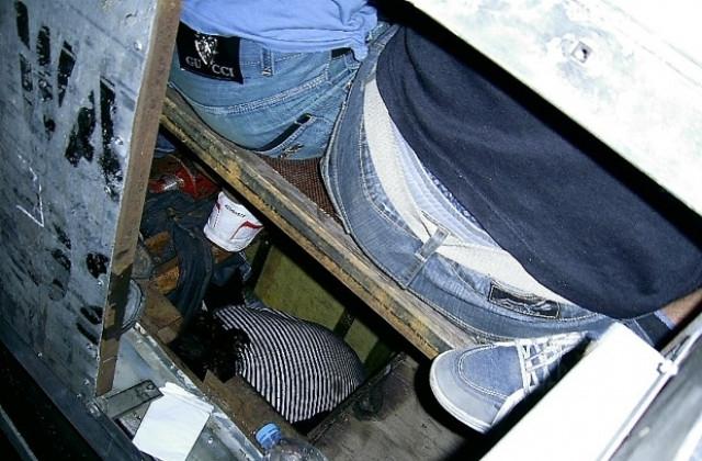 Условни присъди от по 6 месеца затвор получиха азърбайджанци и