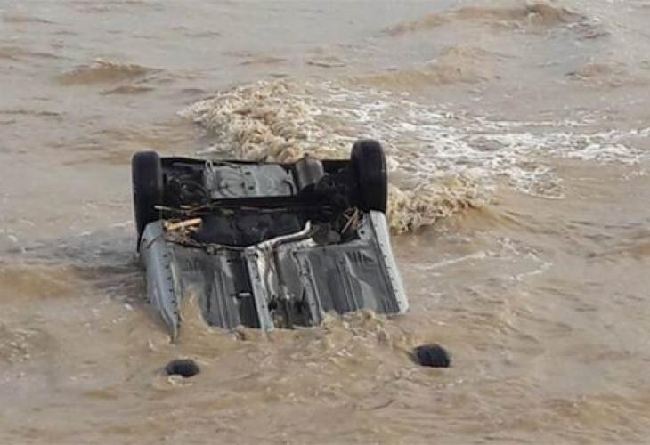 Най-малко трима души загинаха при наводнения в Кипър