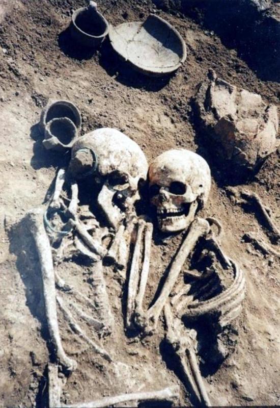 В украинското село Петриков е открито древно погребение, от периода