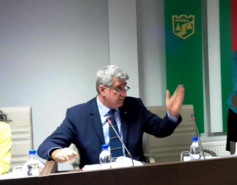 Председателят на общинския съвет във Враца Румен Антов заяви пред