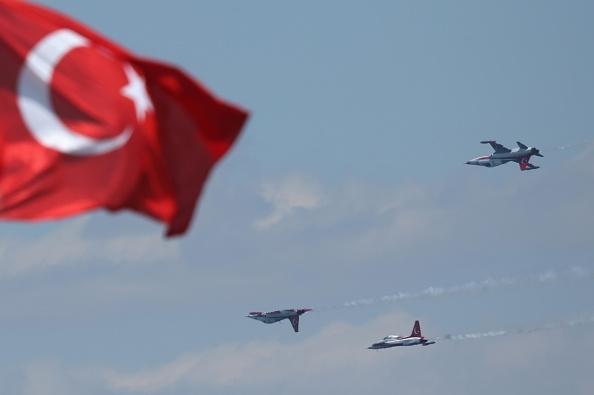 Турските власти днес издадоха заповеди за арести на 36 служители